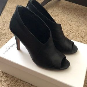 Peep toe shoes